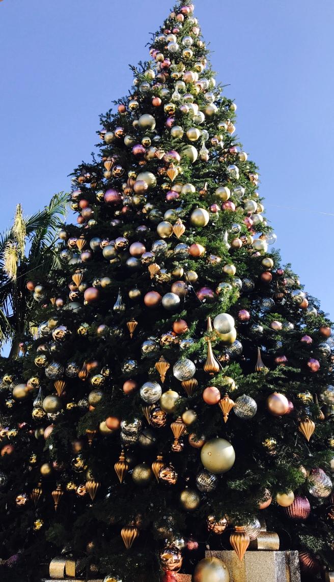 Dana Point Ritz Carlton Holiday Tree 2017 Courtesy of SouthOCBeaches.com